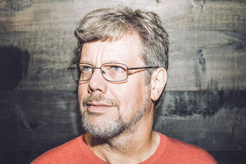 Portrait of Guido van Rossum at the Dropbox headquarters in 2014. Photo by San Francisco-based photographer Dan Stroud (CC BY-SA 4.0 via Wikimedia Commons).