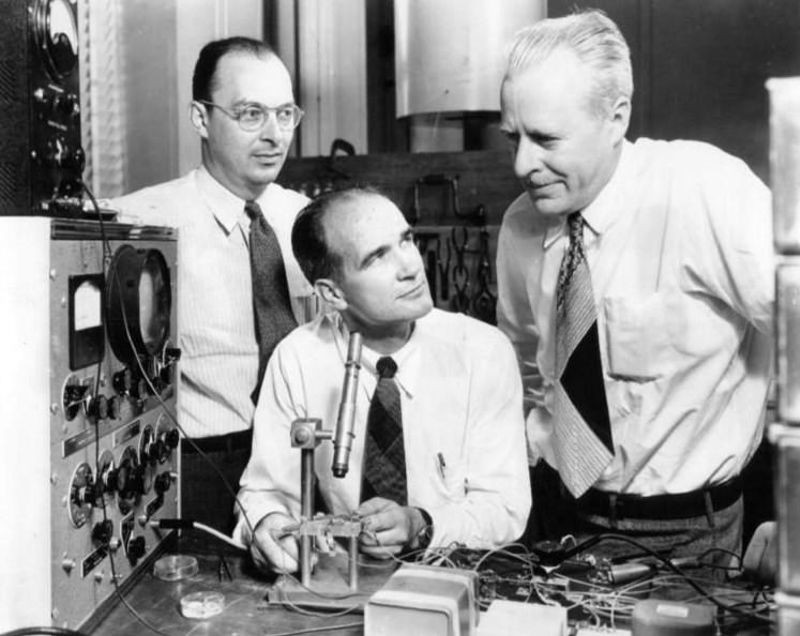 John Bardeen, William Shockley and Walter Brattain in 1948, Courtesy of Bell Telephone Laboratories