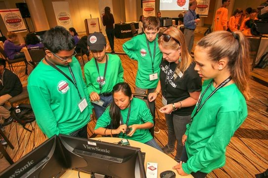 CHM Manager of Family and Community Programs Kate McGregor leads the Raspberry Pi Challenge at the 2018 Broadcom MASTERS.