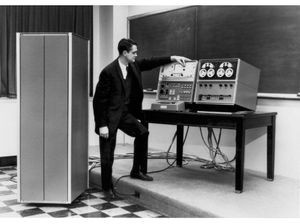 Wes Clark demonstrating the LINC at Lincoln Labs. Image © Massachusetts Institute of Technology (MIT). Lincoln Laboratory. Catalog #102630773