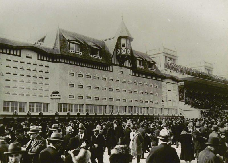 Totalisator indicator board and crowd at Longchamp, Paris racetrack, ca. 1930 Photographer unknown. Collection: Powerhouse Museum, Sydney