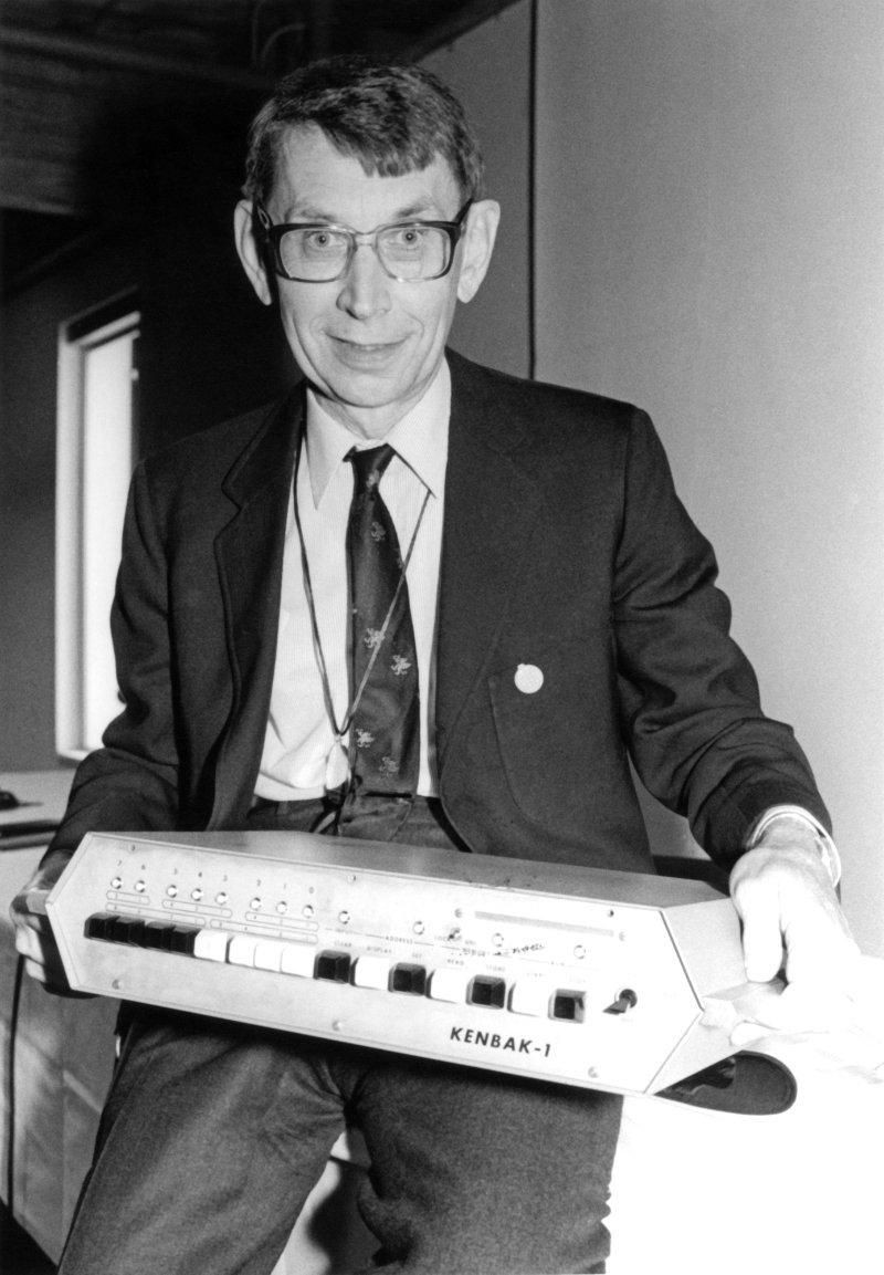 John Blankenbaker with the Kenbak-1 at the Computer Museum in Boston during the PC Pioneers Day in 1986.