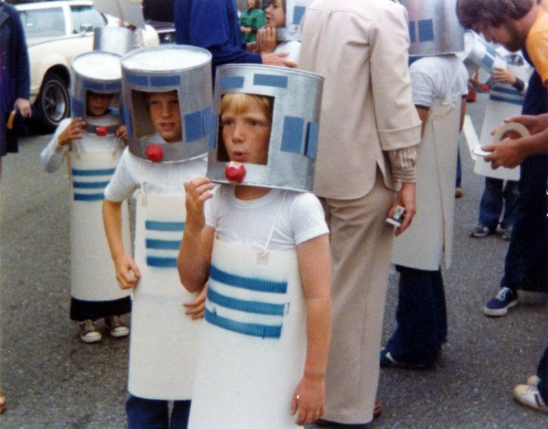 Scott Kildall and classmates (with Gary in the background) in R2D2 costumes made by Gary in 1977