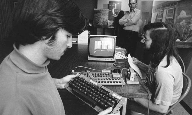 Steve Jobs and Steve Wozniak with Mike MarkkulaSource: CHM Revolution exhibition, courtesy of Joe Melena