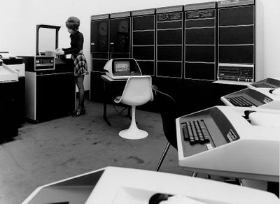 Operator changing disk pack on DEC PDP-11 timesharing system