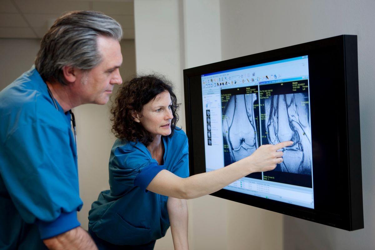 Doctors evaluate knee MRI