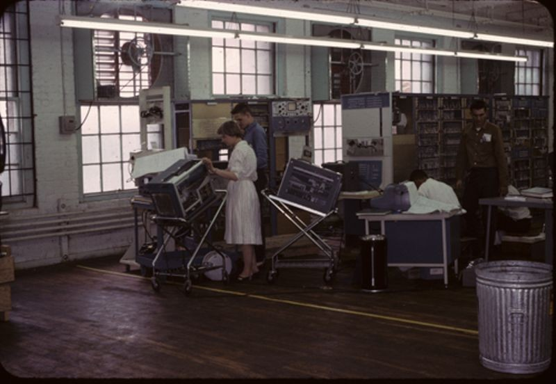 People working on PDP-1 before shipment