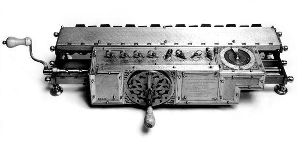 invenzione della calcolatrice di leibniz