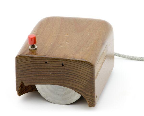 Prototype Engelbart mouse (replica) - CHM Revolution