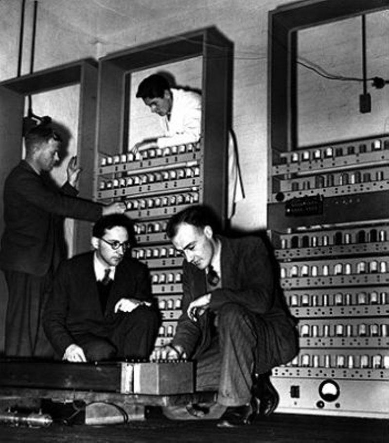 1949 Edsac Computer Employs Delay Line Storage The Storage Engine Computer History Museum