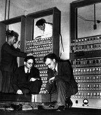 Maurice Wilkes with EDSAC (1949)