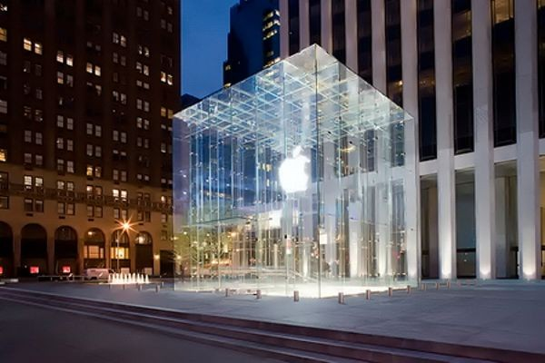 Apple 'Cube' Shop Opens in Big Apple