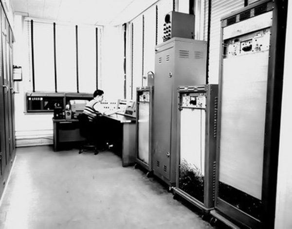 NBS Dedicates SEAC Machine