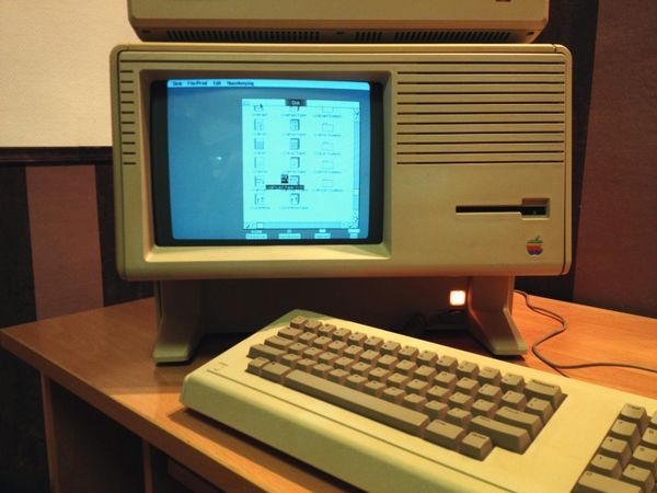 Apple Computer Introduces the Lisa