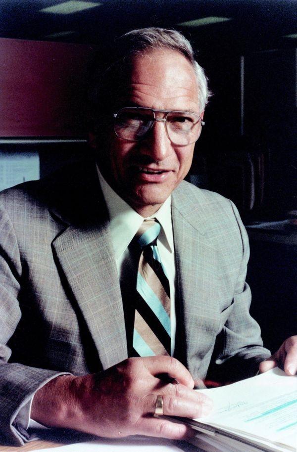 Integrated Circuit Inventor Noyce Dies