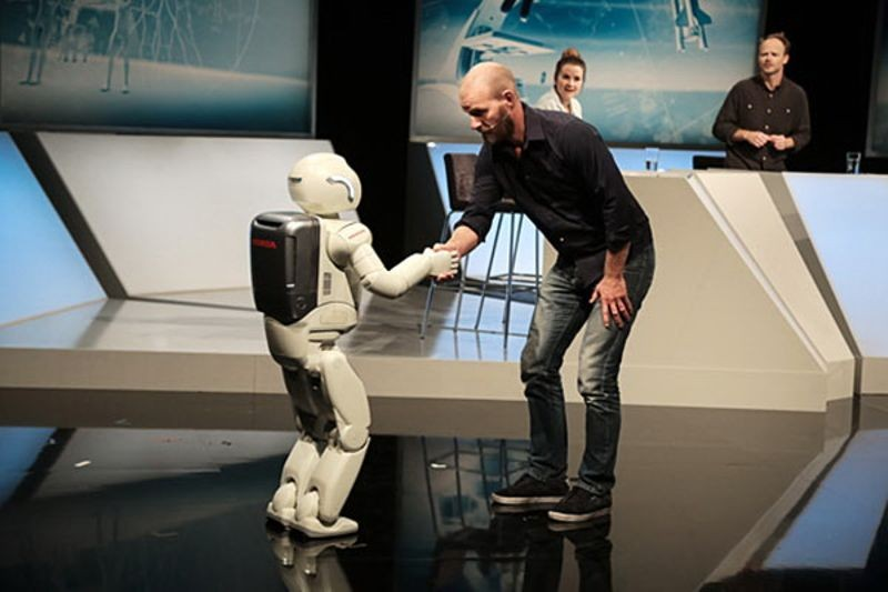 """<h2 class=""""title"""">Honda's Advanced Step in Innovative Mobility (ASIMO) humanoid robot</h2>"""