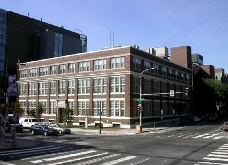 El edificio de la escuela Moore en la Universidad de Pennsylvania