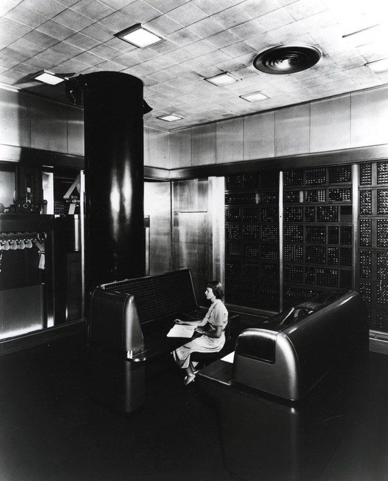 Calculadora electrónica de secuencia selectiva de IBM (SSEC)