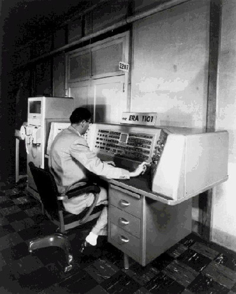 Es introducida la Computadora ERA 1101