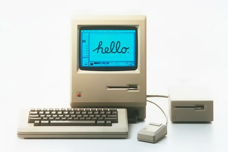 "<h2 class=""title"">Apple Computer launches the Macintosh</h2>"