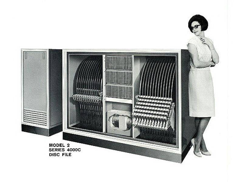 http://images.computerhistory.org/timeline/timeline_memorystorage_1959.bryant.chucking.jpg
