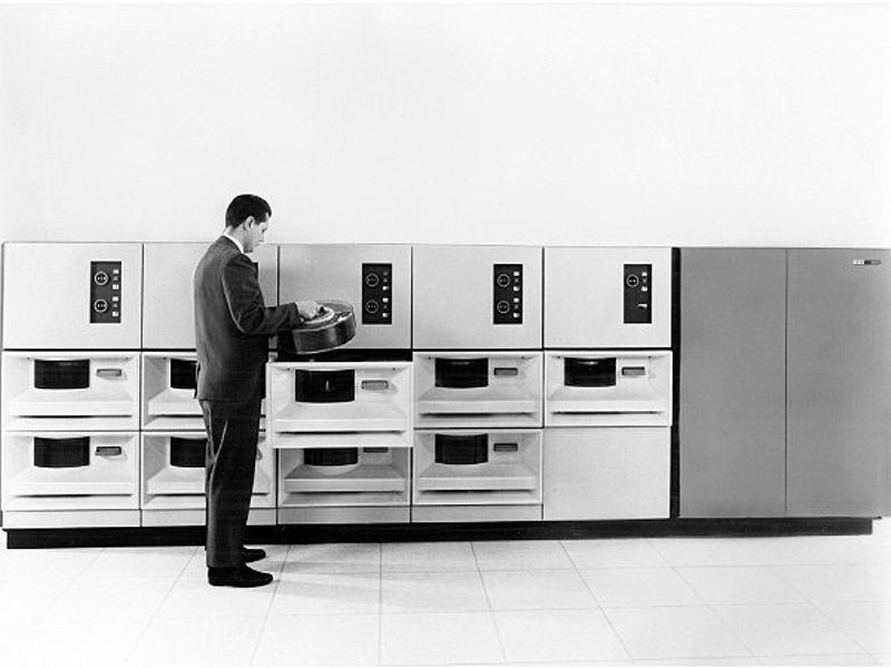 "<h2 class=""title"">IBM 2314 direct access storage facility</h2>"
